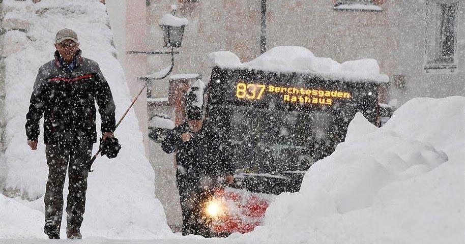 صور لكثافة ثلوج أوروبا ووفاة 17 شخصا بسببها أصدرت دول أوروبية إنذار الطوارئ الأحمر مع استمرار تساقط الثلوج بكثا Winter Jackets Canada Goose Jackets Jackets