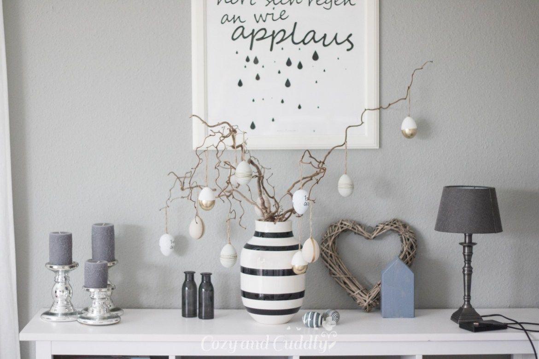 ein kleiner ostergru oster deko im wohnzimmer in schwarz wei dekoideen pinterest. Black Bedroom Furniture Sets. Home Design Ideas