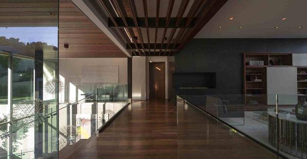massive-ultramodern-hillside-los-angeles-jet-set-estate-16-glass-railings.jpg