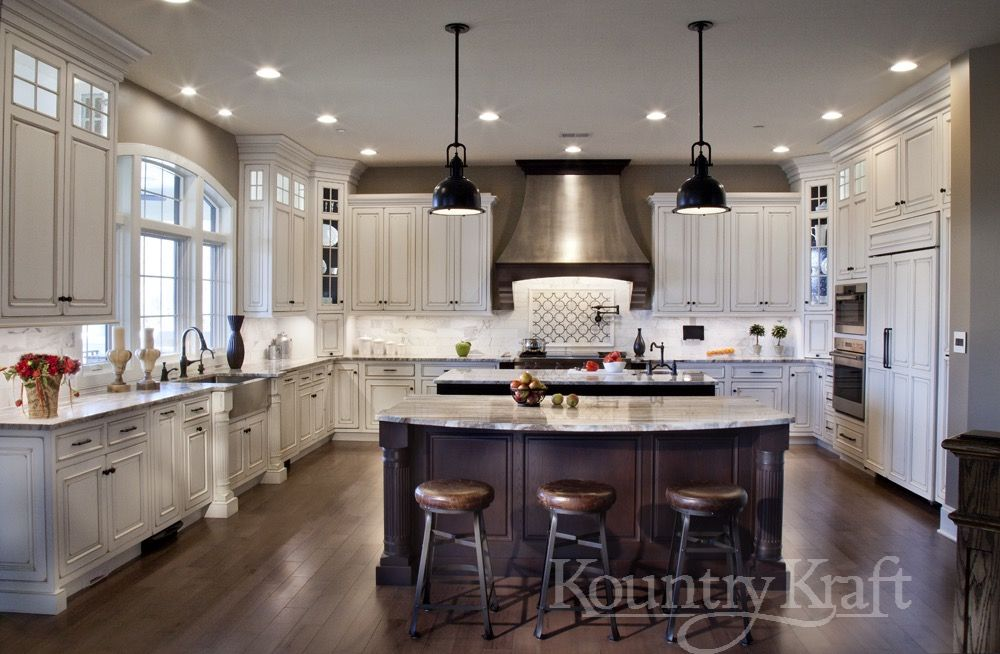 Custom Kitchen Cabinets Designed By Roger Yiengst Of Kountry Kraft This Traditional Style Kitche Custom Kitchen Cabinets Custom Kitchen Island Custom Kitchen