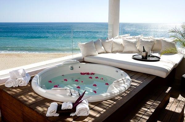 Balkon Treppen-eingebaute runde Badewanne mit Whirlpool ...