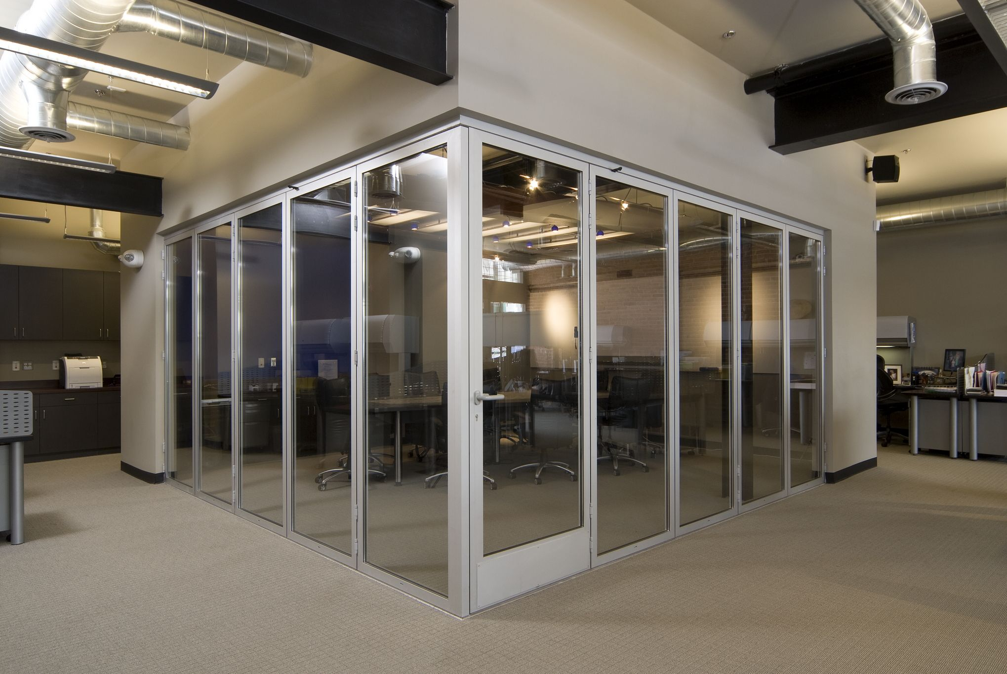 Cornerless NanaWall folding door system with an incorporated