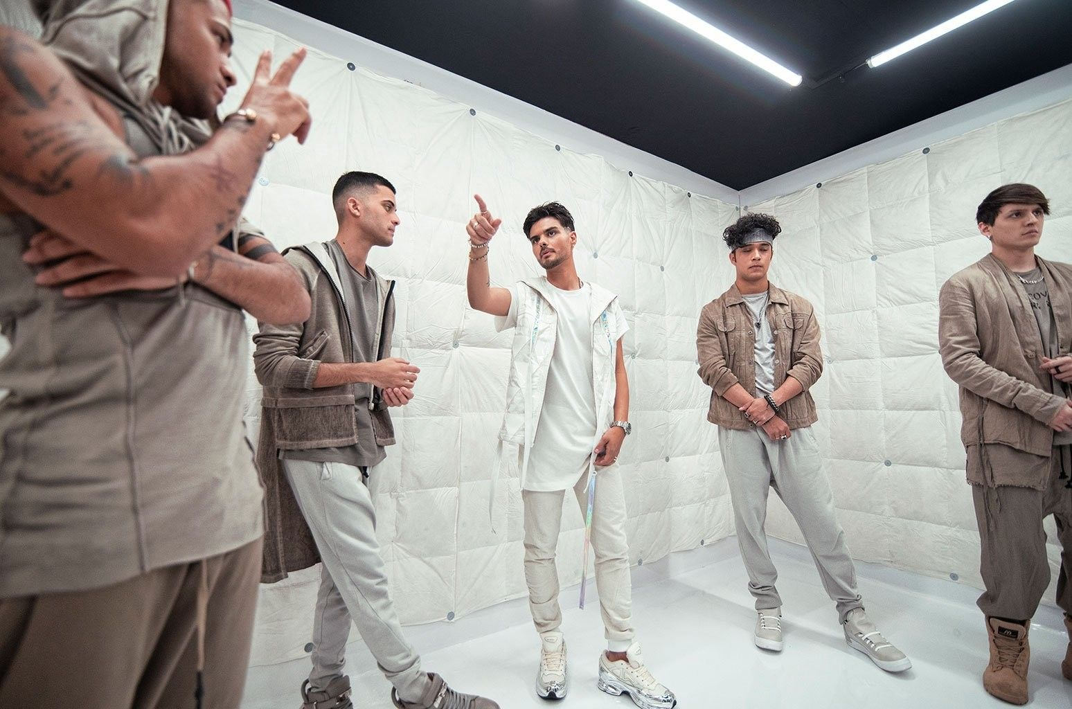 Pin By Jeeh On Cnco Boy Bands Bello My Love