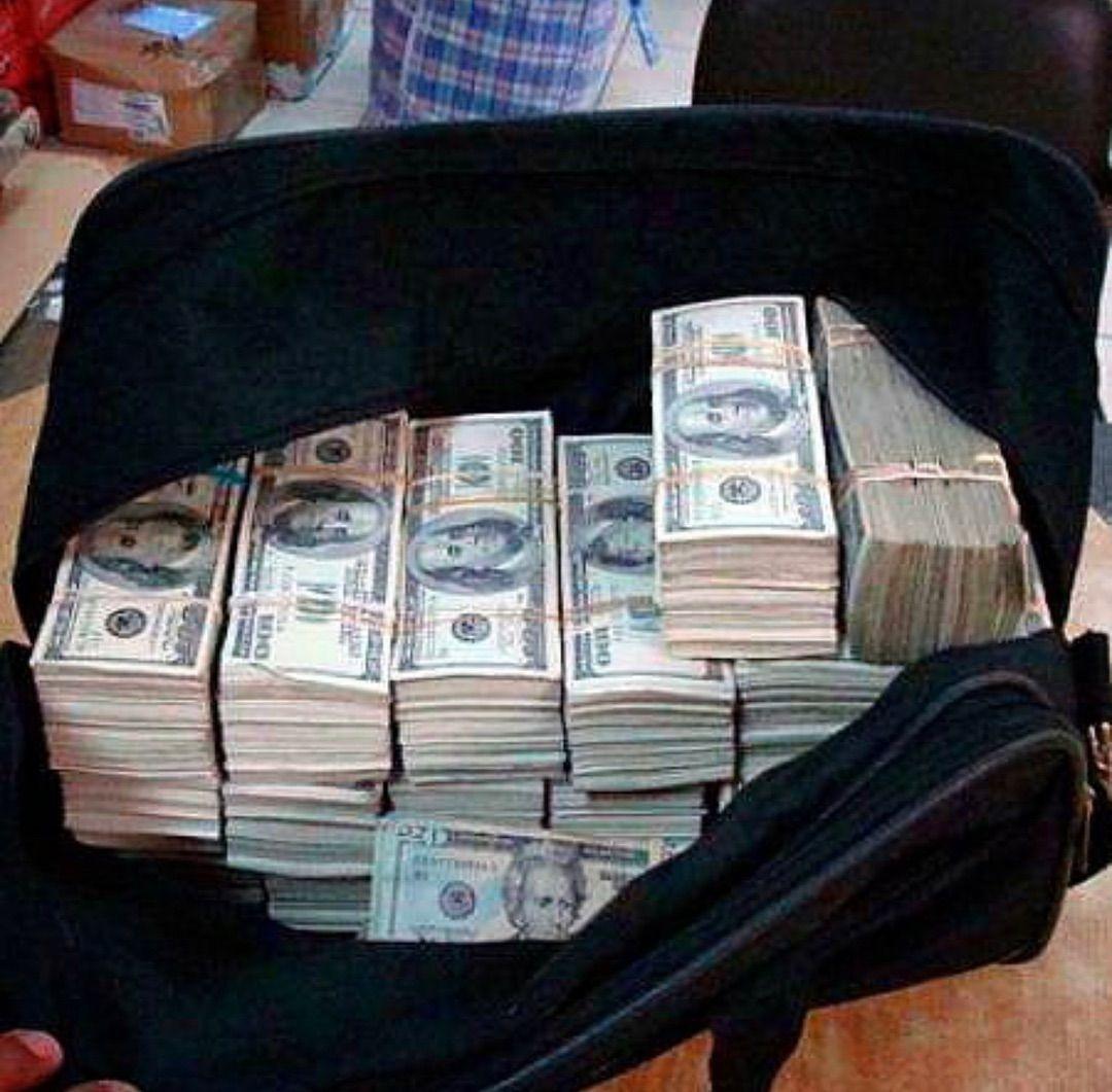 Money Sign Illustration Moneyvideospng Euro Money Logo Money Girl Goals Moneydesigninspiration Money Cash Money Stacks Dollar Money