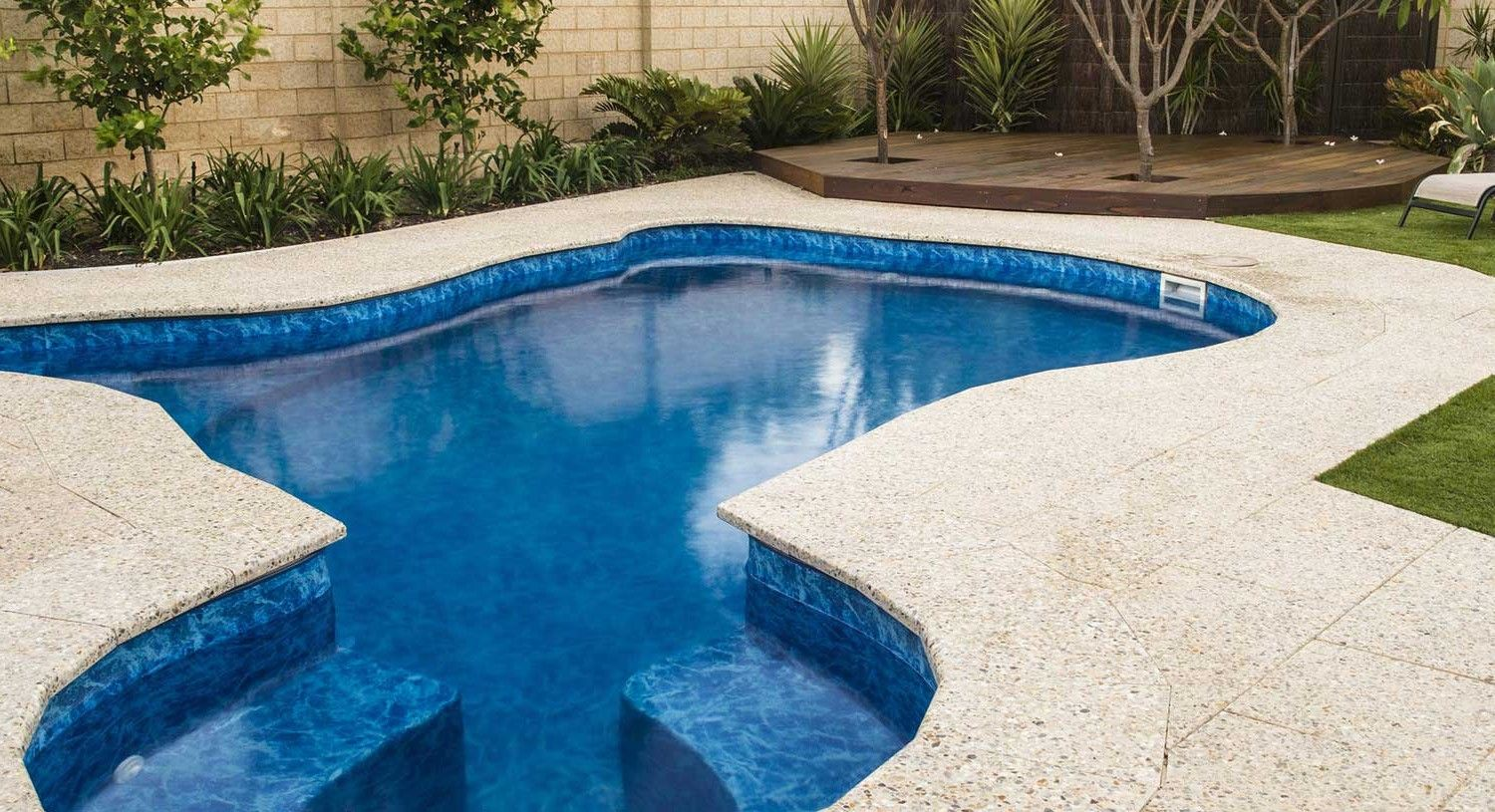 Swiming Pools Blue Water In Ground Pool Installation With ...