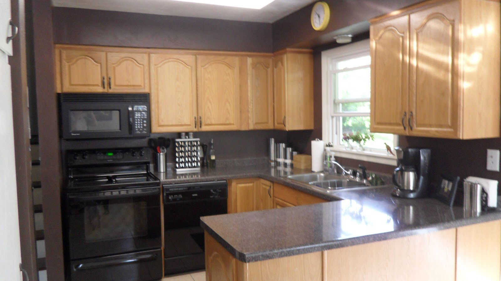Wallpaper For Kitchen Walls Seating Ideas Colors With Oak Cabinets And Black Countertops