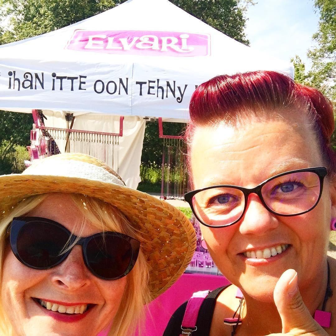 Aina ihanaa kohdata #someidoli @elvarikorut ja Sanna Leinonen! Kiitos! Menesty somessa kirjassa kerrottu hieno tarina somen voimasta #puistoblues #järvenpää #somefi #futuremarja #kaikessasoiblues #korut