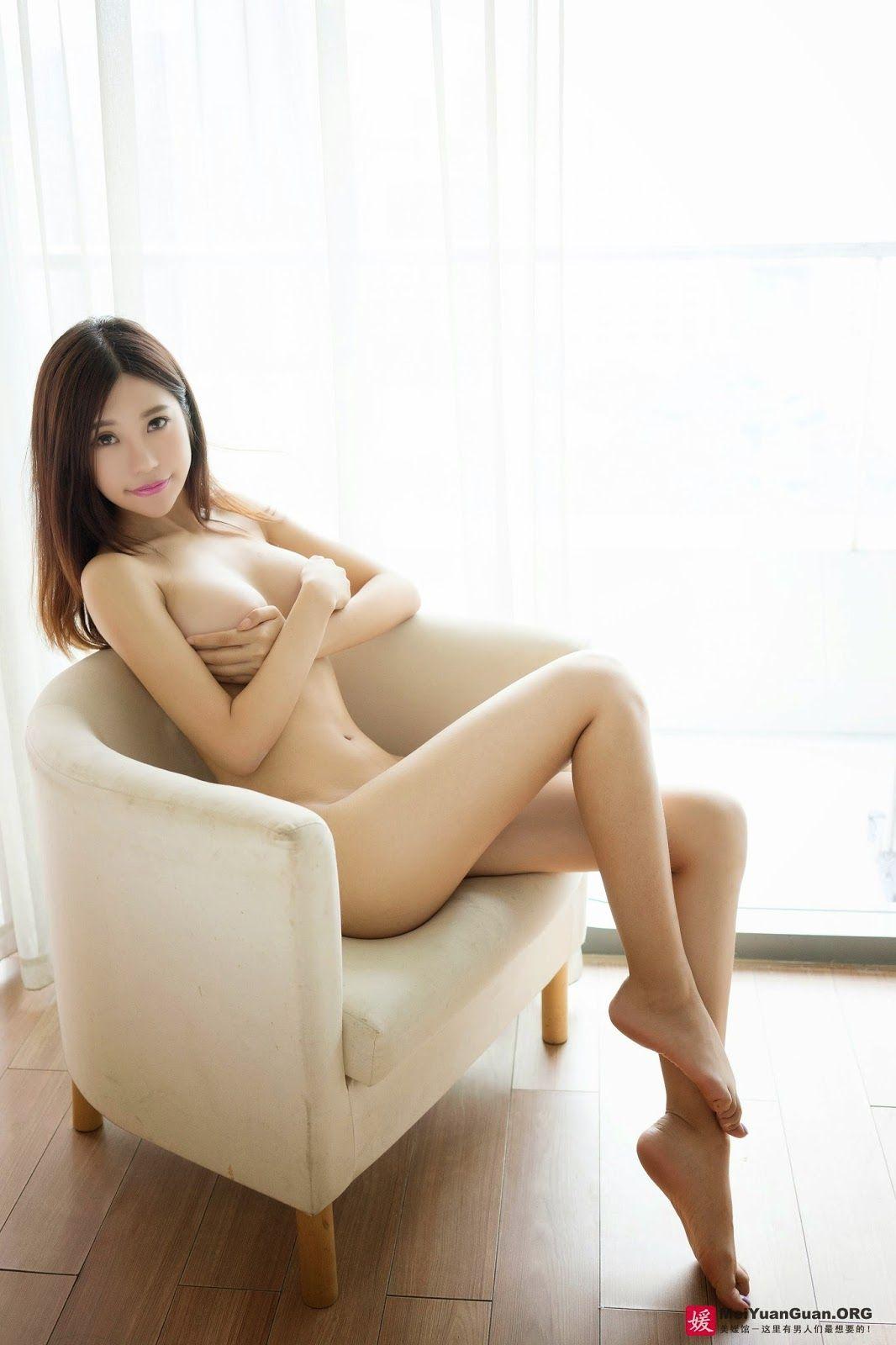 girls nude bathing men