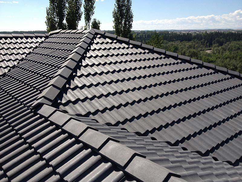 10 Best Roofing Materials For Warmer Climates Construction Roof Roofmaterials Roofing Roofingmaterials Cool Roof Residential Roofing Modern Roofing