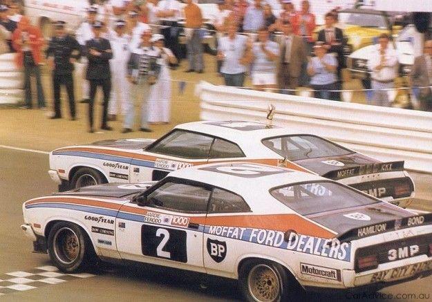 Quem poderia esquecer a visão de Moffat e Bond cruzeiro para a vitória no Hardie-Ferodo 1000 em Bathurst? Um dos eventos mais emblemáticos da história de Carros de Turismo da Austrália, e que concedeu imediatamente a enorme XC Falcon Coupe status de ícone.