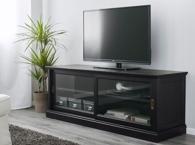 le meuble tv fait sa star elle d coration meuble tv vitrine ikea et tv. Black Bedroom Furniture Sets. Home Design Ideas