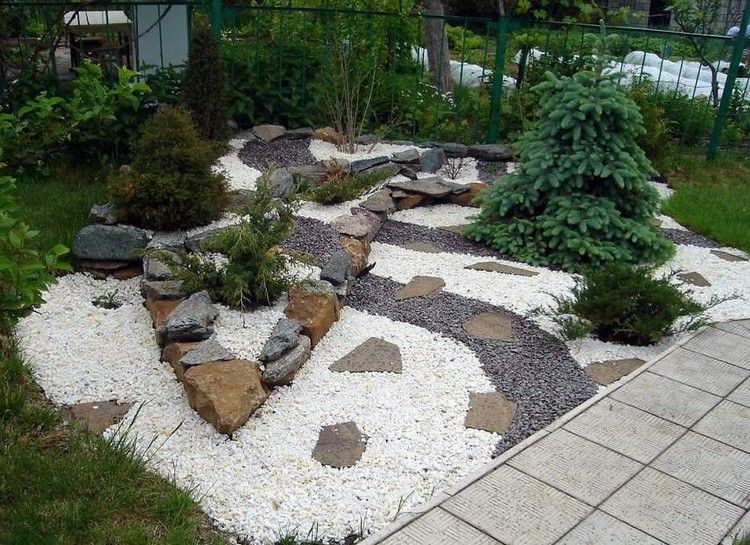 steinbeet vorgarten granitsplitt grau weiss grosse. Black Bedroom Furniture Sets. Home Design Ideas
