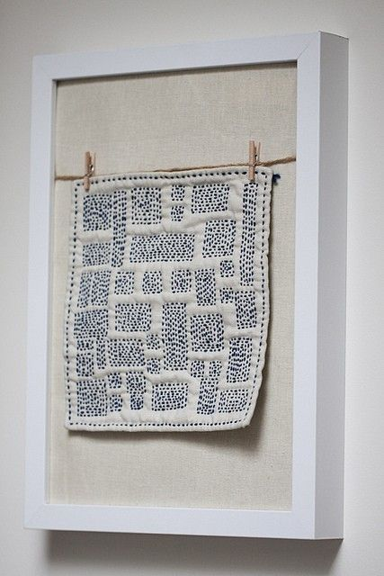 cool hanging method for textiles in frames by marylou quilts - tapices modernos
