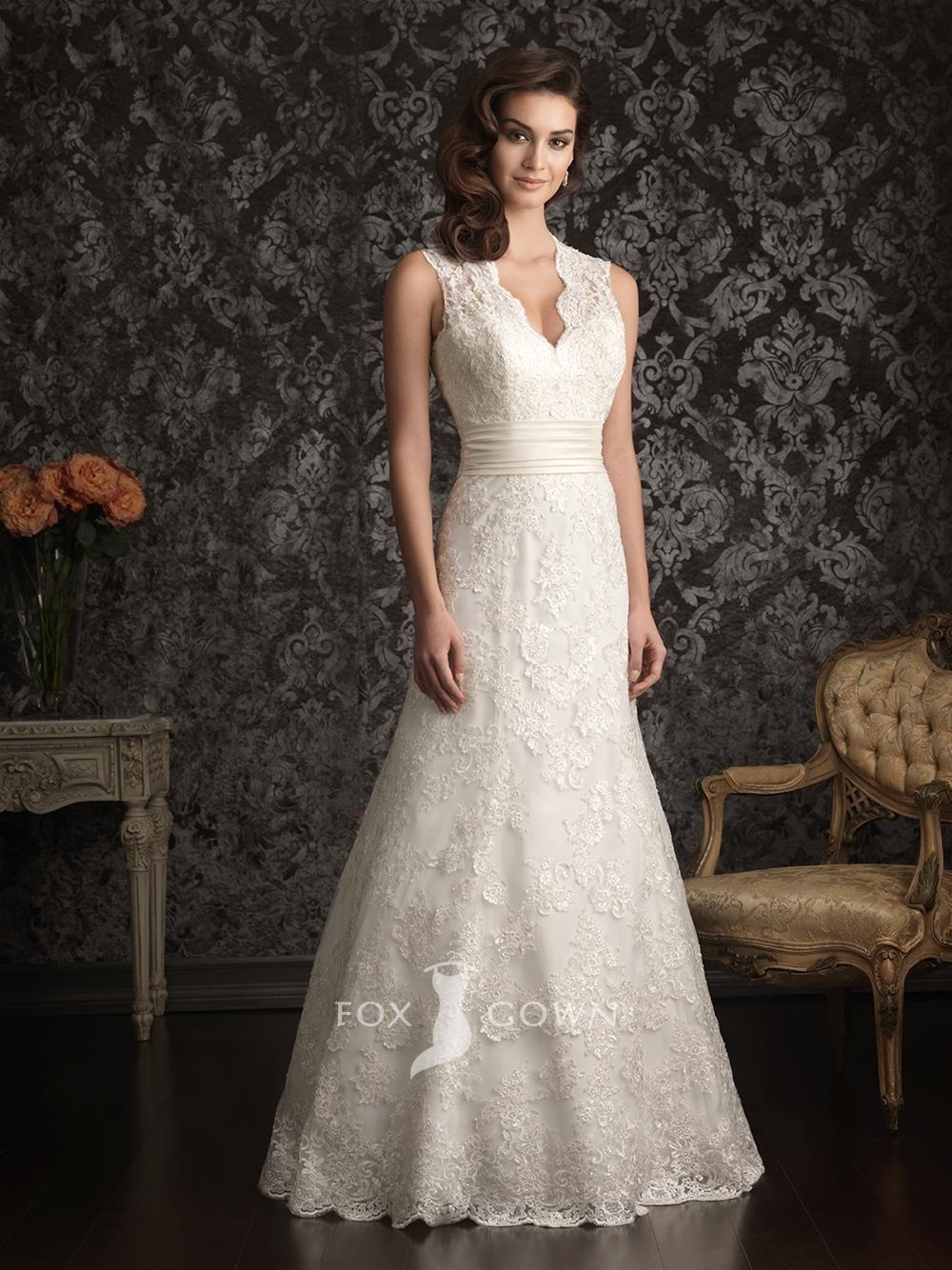 Lace keyhole back wedding dress  plain lace sleeveless aline scalloped vneck keyhole back wedding