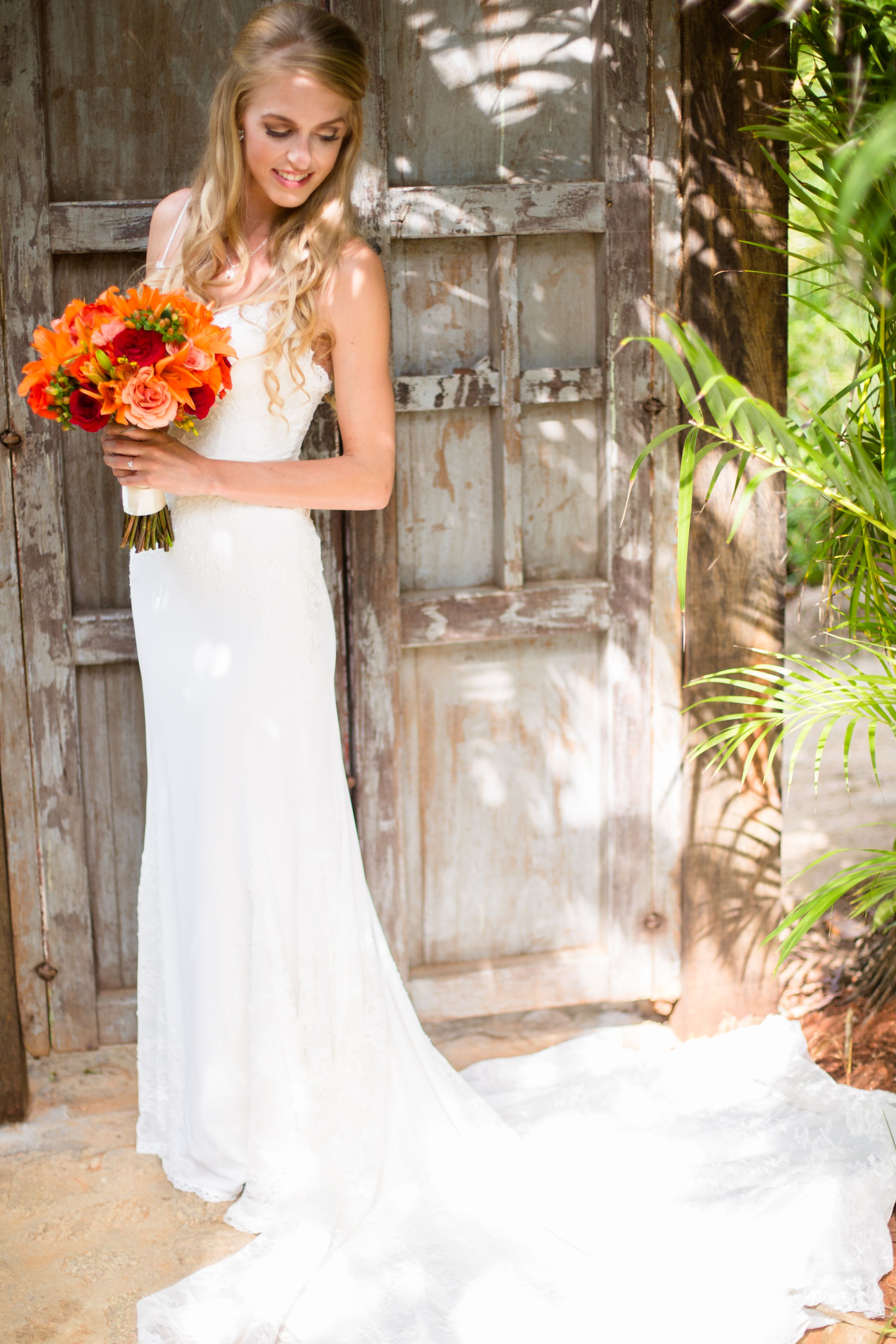 Beach wedding drees with a perfect tropical wedding bouquet