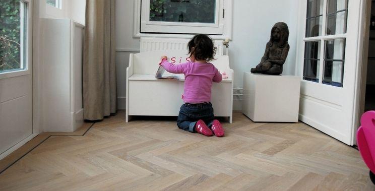 Pvc vloeren installeren door vloer en gordijn