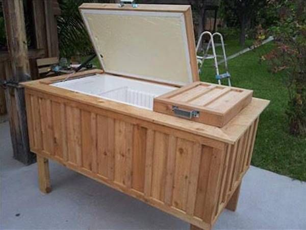 Diy Repurpose An Old Fridge Into An Ice Chest Icreativeideas Com Old Refrigerator Ice Chest Diy Design