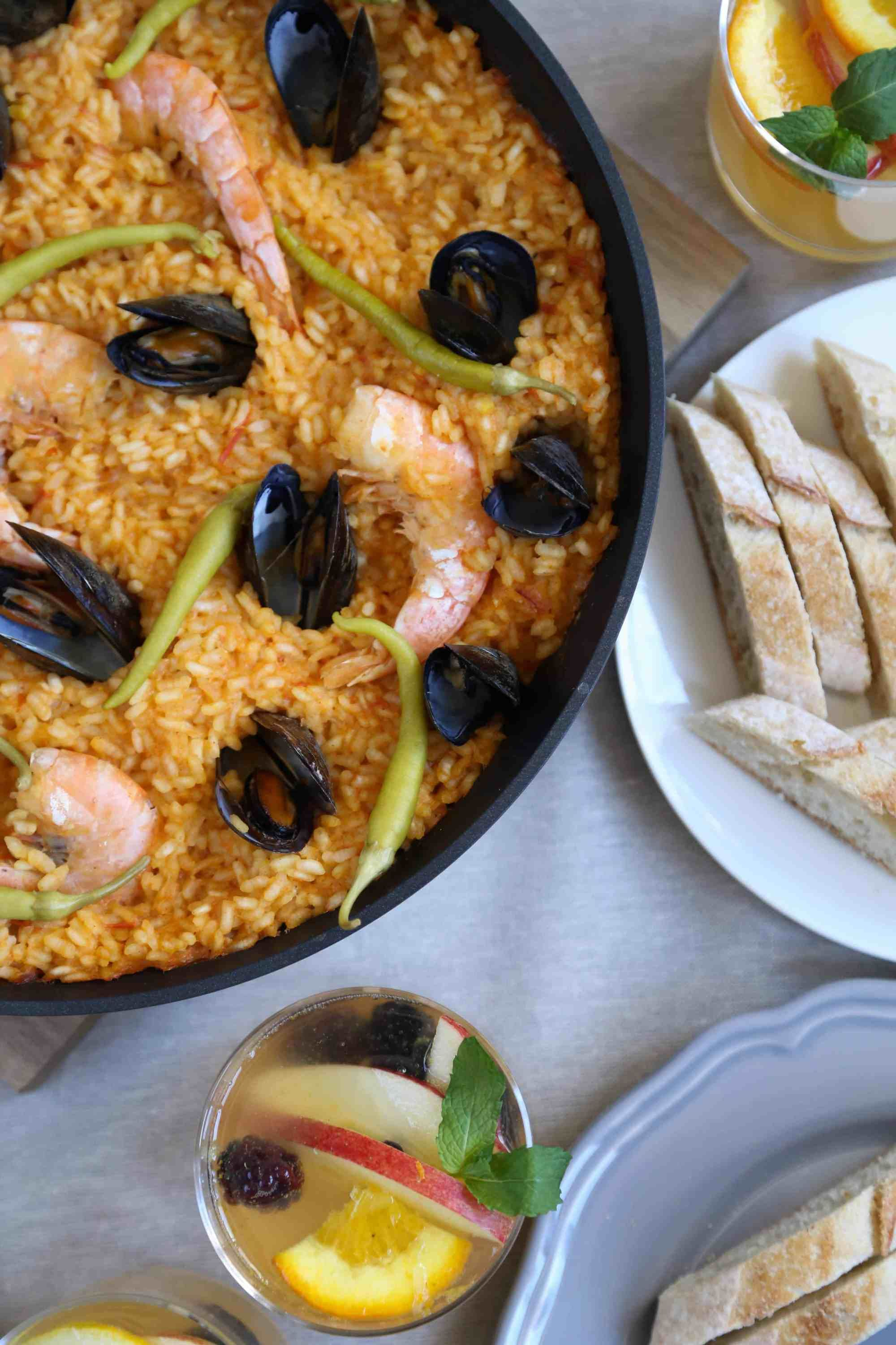 Seafood Paella Recipe Easy dinner party, Easy dinner