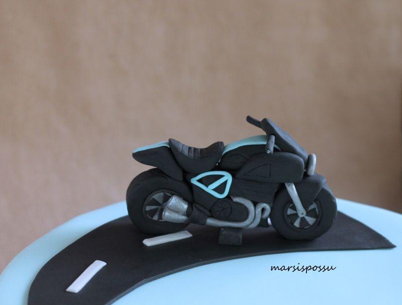Marsispossu: Moottoripyörä, Fondant motorbike