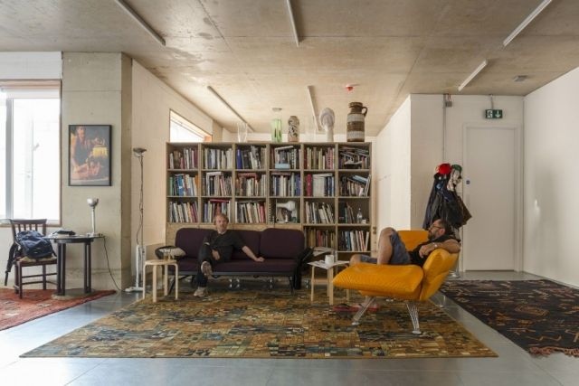 Wohnzimmer Ideen-freistehendes Bücherregal-Design teppich-vintage - wohnzimmer ideen wand