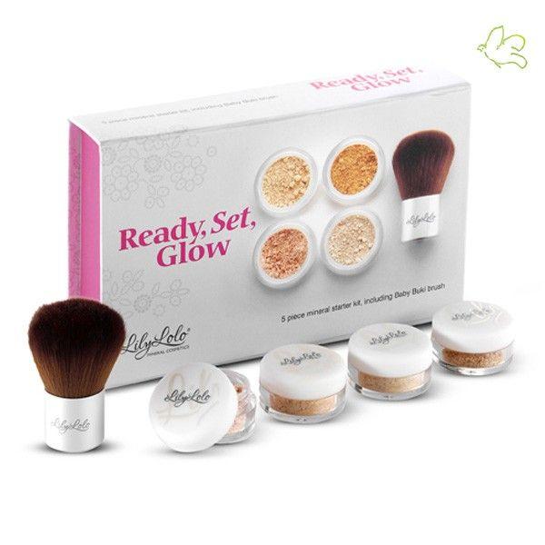 Lily Lolo - Mini Kit Fond de Teint Minéral Ready Set Glow teint moyen clair Idéal pour découvrir le maquillage minéral et trouver votre teinte parfaite! La jolie boîte Lily Lolo contient 3 mini Fonds de Teints (Warm Peach, In the Buff & Candy Cane) dédi #lilylolo