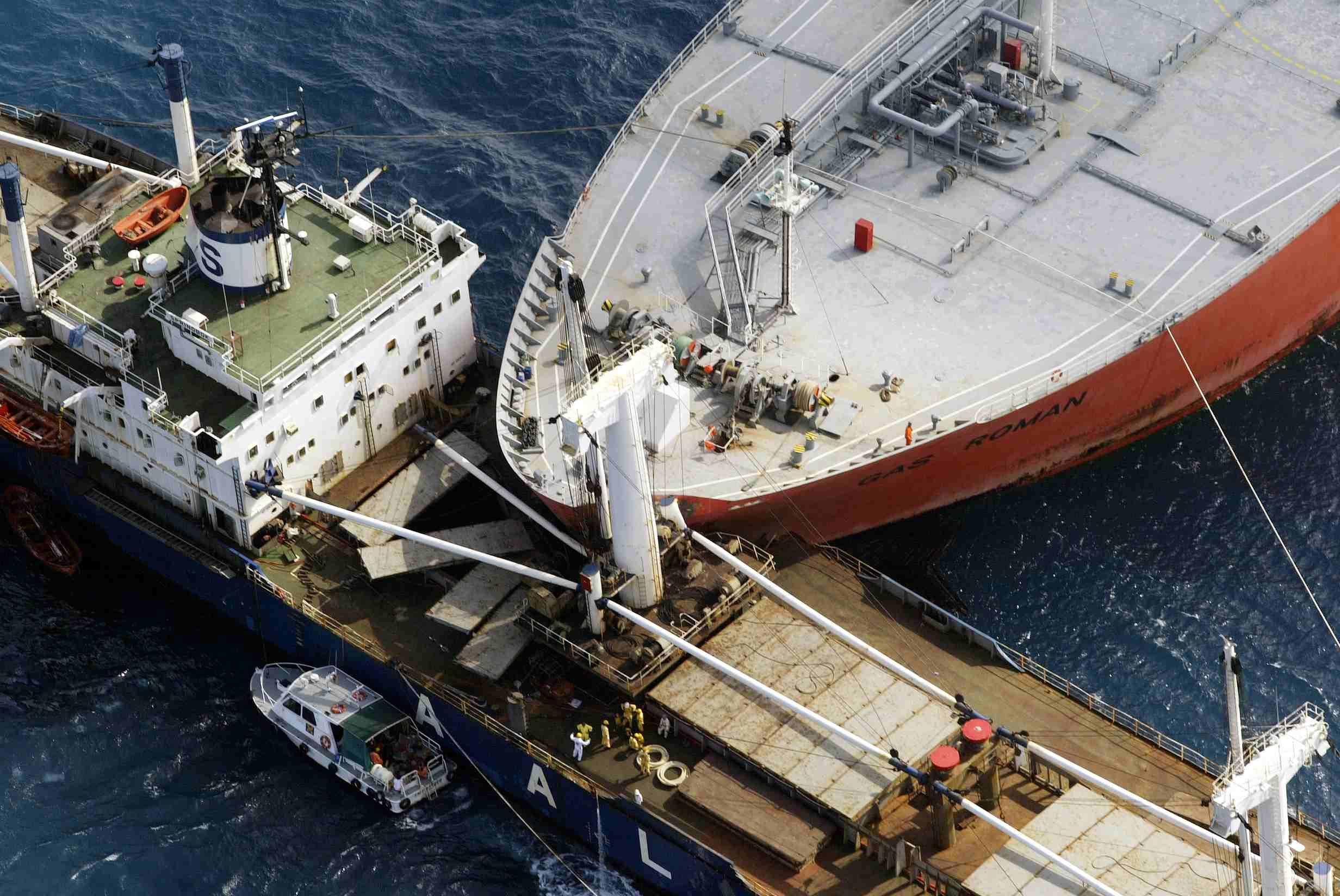 ship collision ship breaking ship old boats. Black Bedroom Furniture Sets. Home Design Ideas