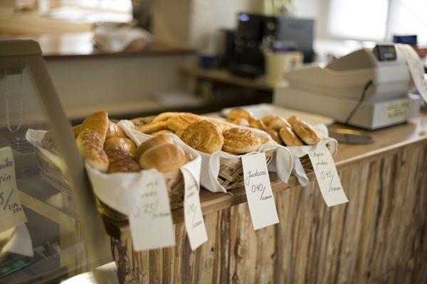 Kalamaja Pagarikoda Tallinna  Hyperpaikallinen leipomo ja kahvila, josta saa halvalla piirakoita ja kakkuja. Tomera virolaistäti pitää puotia pystyssä.  Jahu 11, Kalamaja. Ma–pe 7.30–19, la–su 09–16.