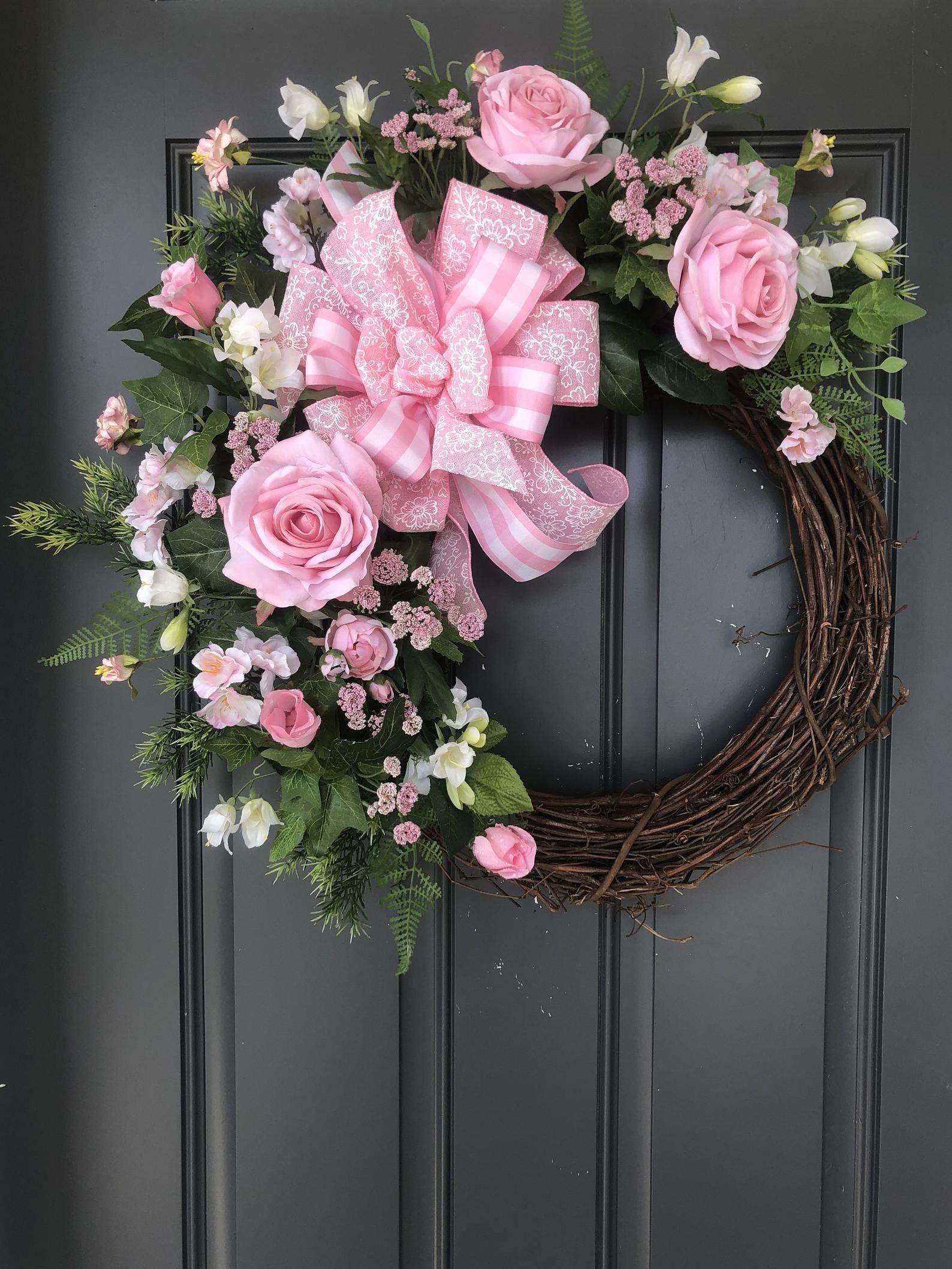 Roses,Pink Roses,Rose Floral,Pink Rose Floral,Pink Rose Floral Grapevine,Summer Pink Rose Door Decor,Summer Pink Rose Wall Decor,Pink Roses