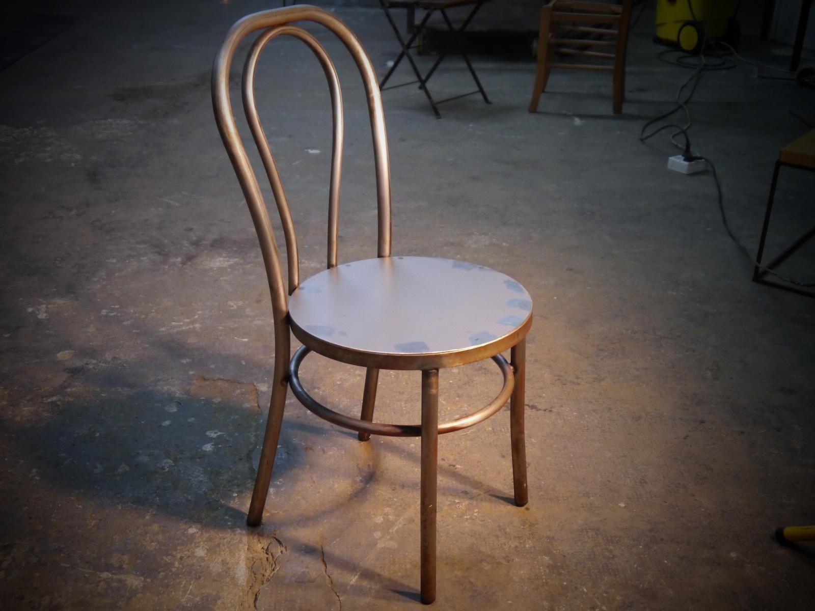 Silla met lica de hierro envejecido con asiento de plancha for Modelos de sillas de hierro