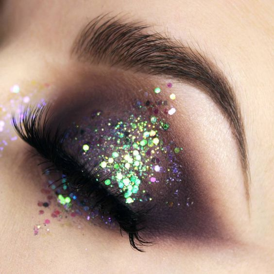 GLITTER EYESHADOW LOOKS FOR YOUR NEXT NIGHT OUT