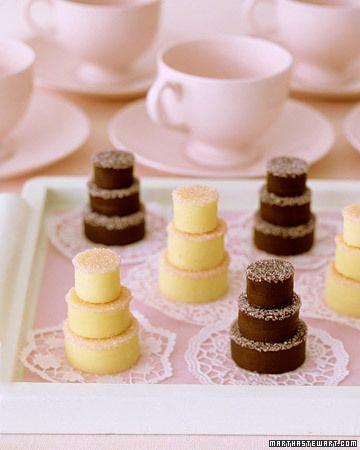 Mini fudge cakes with white and dark chocolate