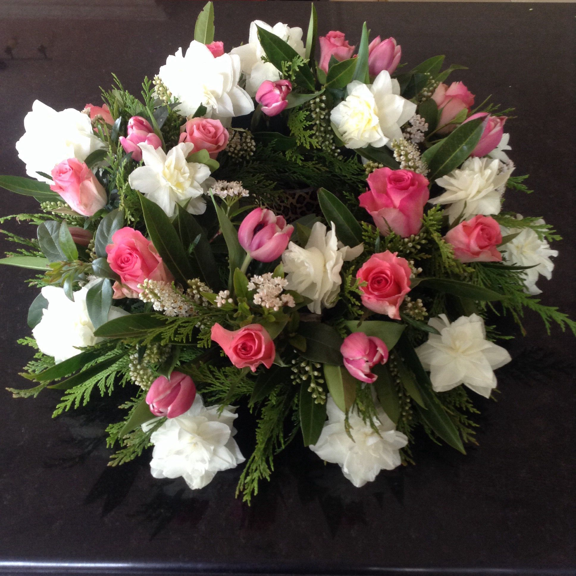 Pink roses and white daffodils inspiratsiooni likelilledest pink roses and white daffodils izmirmasajfo