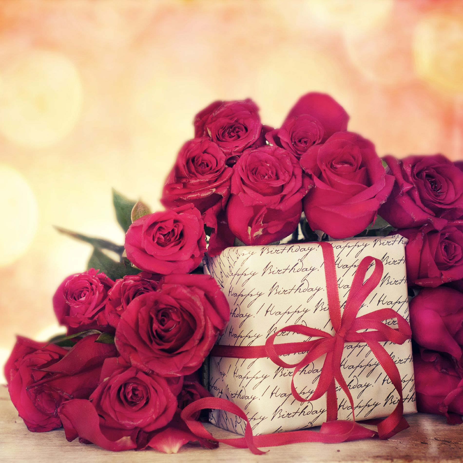 Gift Box With Red Roses 52540