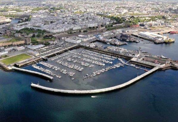Tonnerre de Brest, c'est toute la cité navale qui chante en choeur les perspectives marines http://www.blog-habitat-durable.com/tonnerre-de-brest-cest-toute-la-cite-navale-qui-chante-en-choeur-les-perspectives-marines/