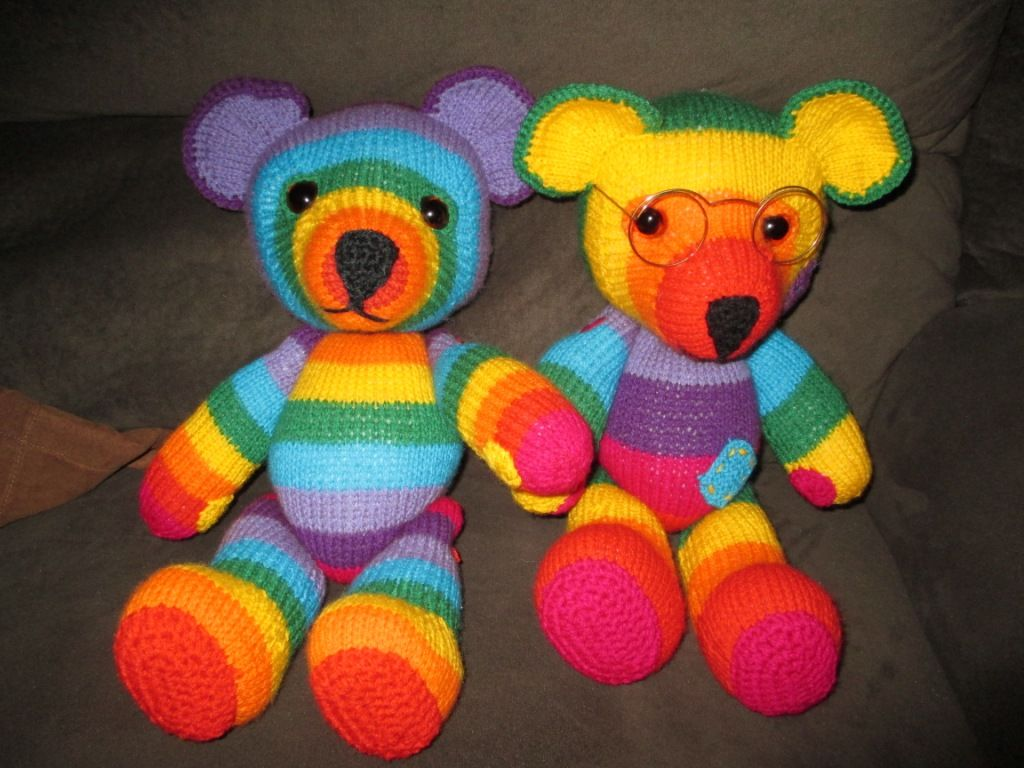 Amigurumi Bear Nose : Knitted bears with crochet embellishment on paws and nose jean