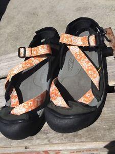 e4d8468d3b40 Keen Zerraport Women s 9 5 Orange White Floral Waterproof Sports Sandals