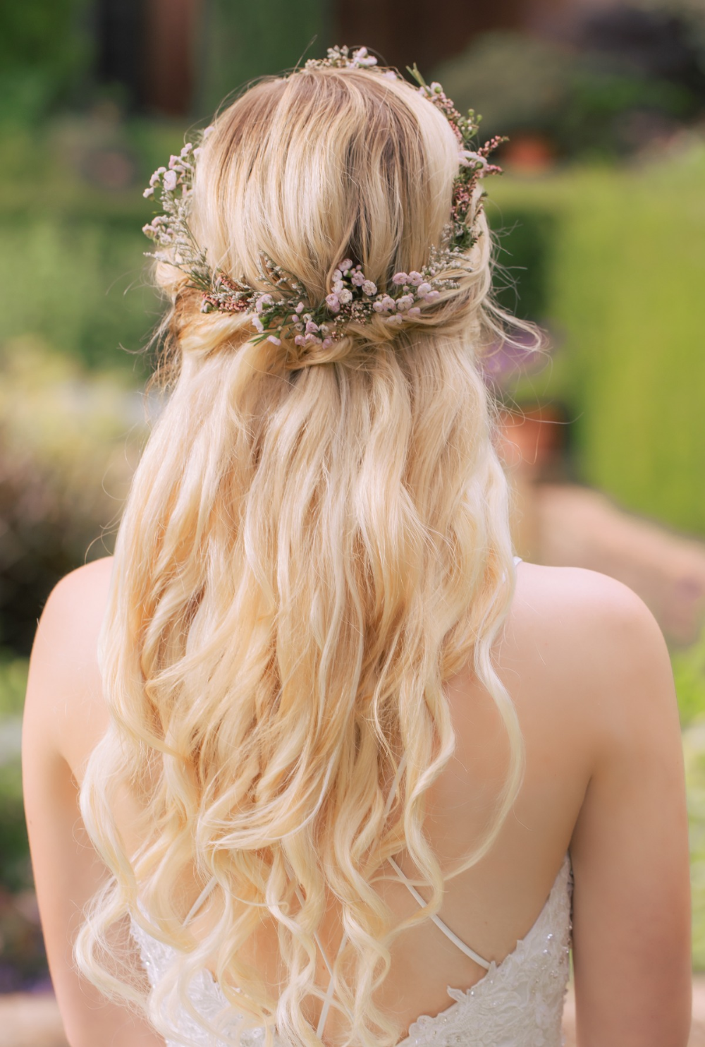 You Will Love These Soft Pink Garden Wedding Ideas Cute Hairstyles For Short Hair Thick Hair Styles Wedding Hairstyles