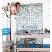 Kierrätyspuinen pöytä, studiokuva