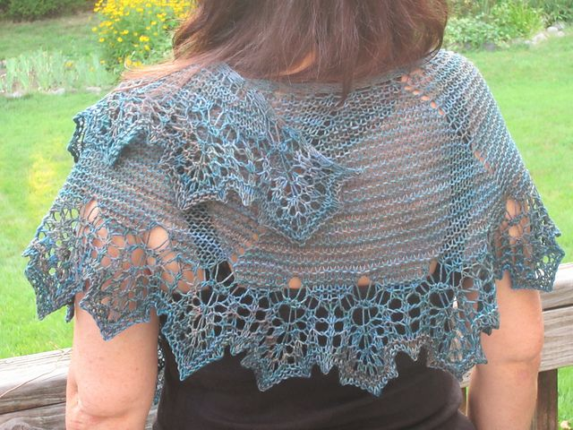 Ravelry: Out Of My Head Shawlette pattern by Mona Mono | châles au ...