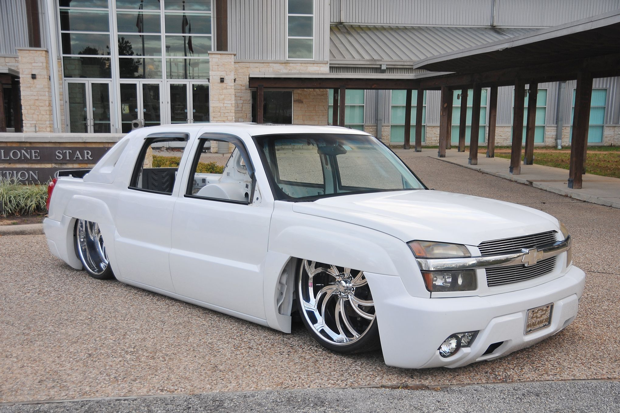 Bagged On 28s My Avalanche Build Chevy Avalanche Trucks Chevy