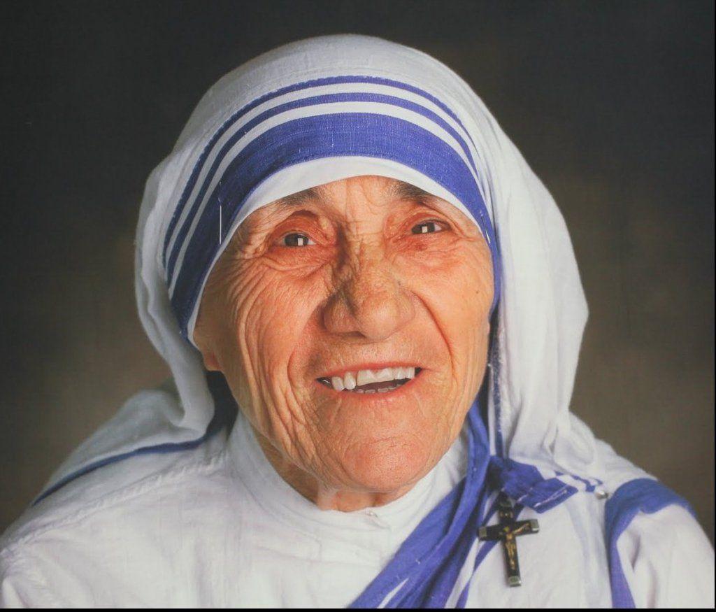 Maica Tereza va fi proclamată sfântă. Papa Francisc a făcut anunțul - http://www.eromania.pro/maica-tereza-va-fi-proclamata-sfanta-papa-francisc-a-facut-anuntul/?utm_source=Pinterest&utm_medium=neoagency&utm_campaign=eRomania%2Bfrom%2BeRomania