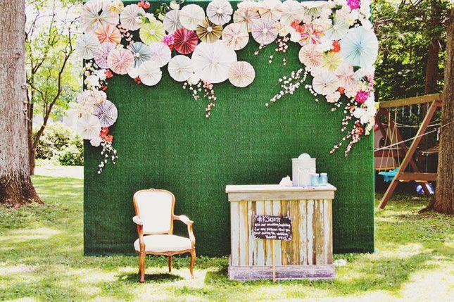Wedding Reception Photo Booth Ideas: 10 Ways To DIY A Kicking Kentucky Derby Party