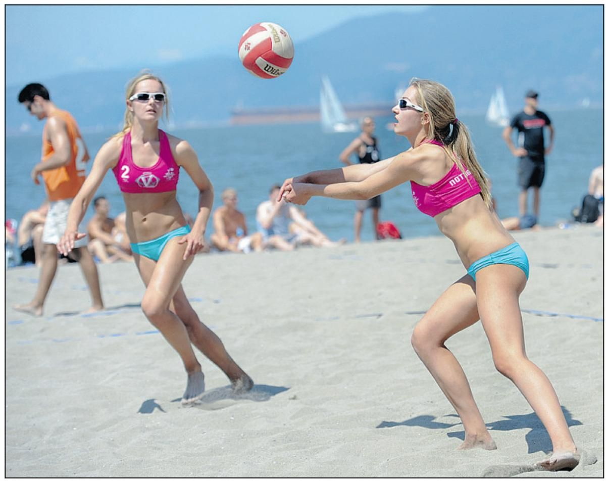 Beach Volleyballers Including 14 Year Old Twins Nicole Left And Megan Mcnamara Compete Saturday On Kits Beach Fitness Trends Summer Games Beach Volleyball