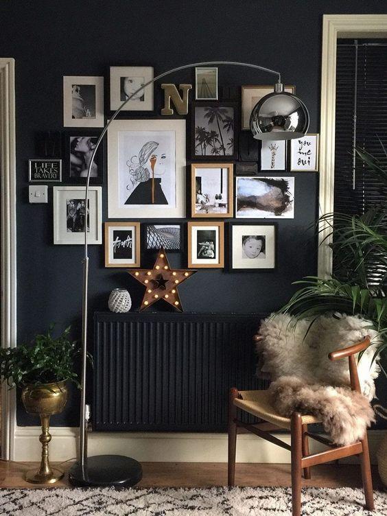 Dunkle wandfarbe flur leseecke fotowand bilderrahmen innendesign interiordesign - Arbeitszimmer wandfarbe ...