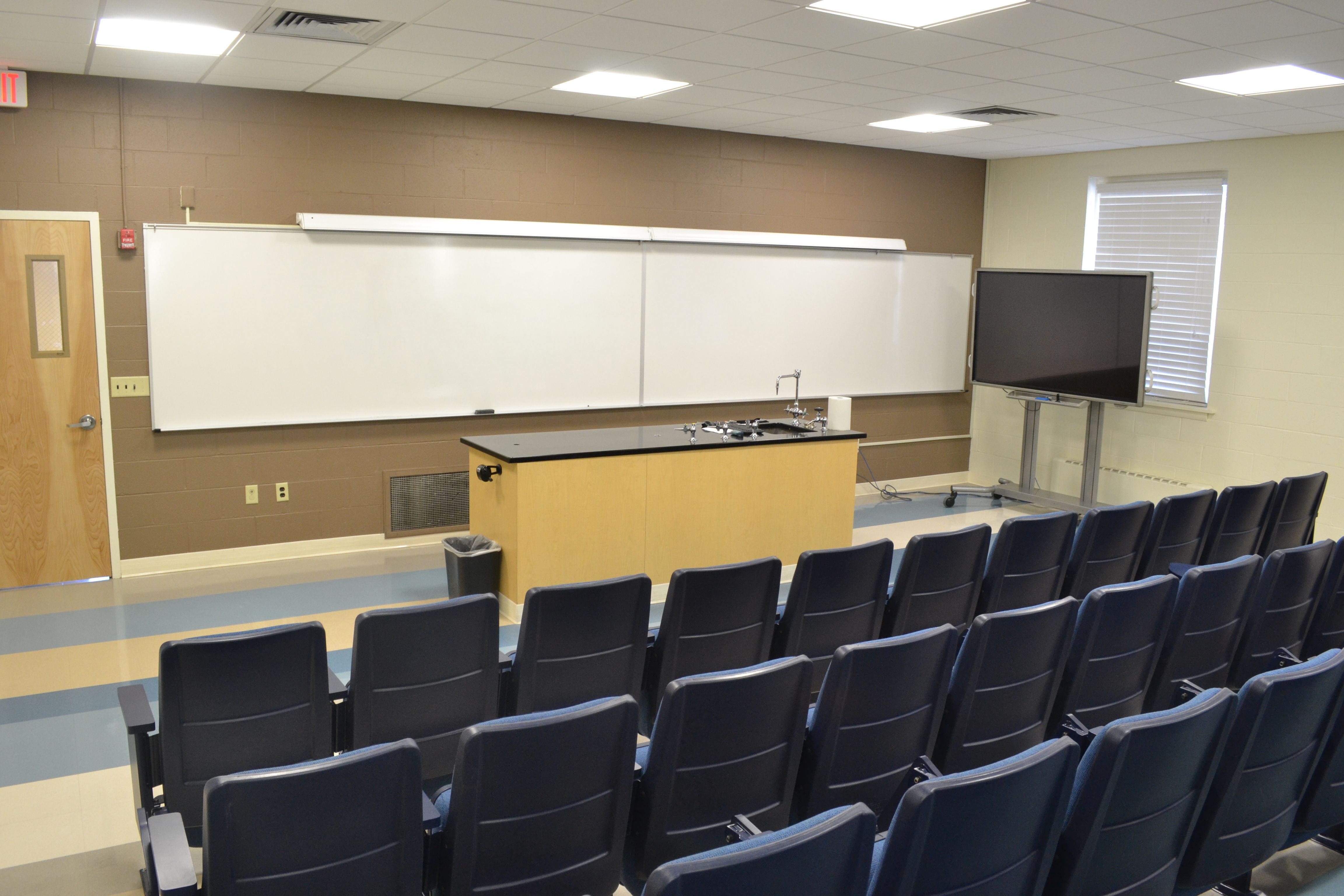 Aic Presents Small Individualized Class Sizes To Maximize Student Professor Connections At Aic You Re A Student Not Jus Home Decor Conference Room Table Decor