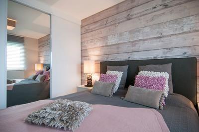 Mooie Kleurencombinaties Slaapkamer : Behang met horizontaal design in mooie kleuren slaapkamer