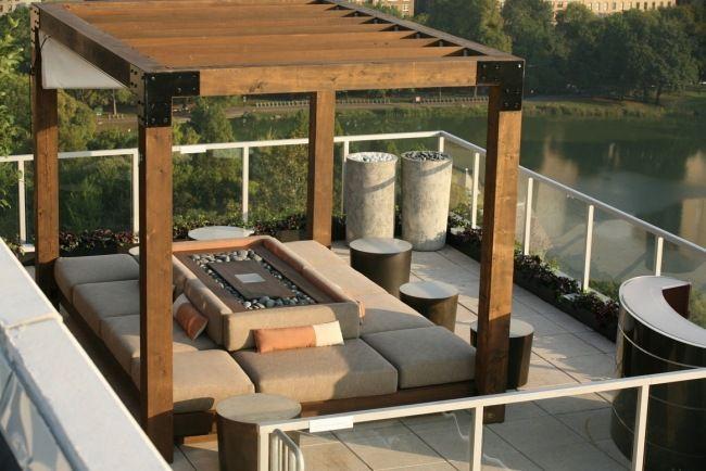 dachterrasse holz berdachung feuerstelle mitte sitzkissen berdachung pinterest terrasse. Black Bedroom Furniture Sets. Home Design Ideas
