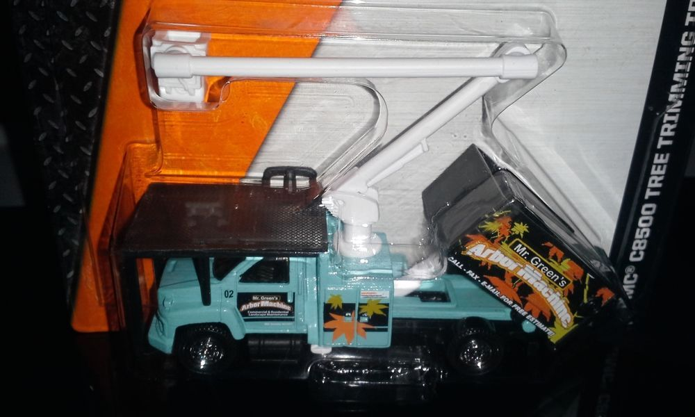 Matchbox 2014 On A Mission Gmc C8500 Tree Trimming Truck Matchbox