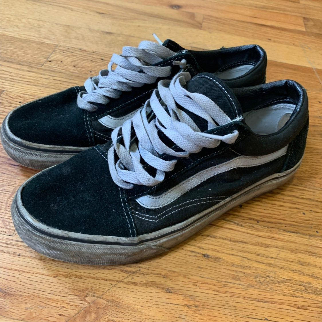 Beat up Vans Old Skool Skate Shoes Size 7.5 Mens / 9 Womens