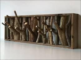 Smut i skoven og hent brækkede grene - vupti, så har du en helt specielt knagerække.